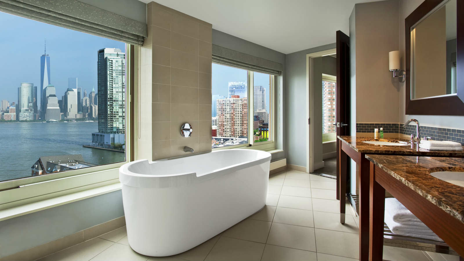 Newport King Bath | The Westin Jersey City Newport