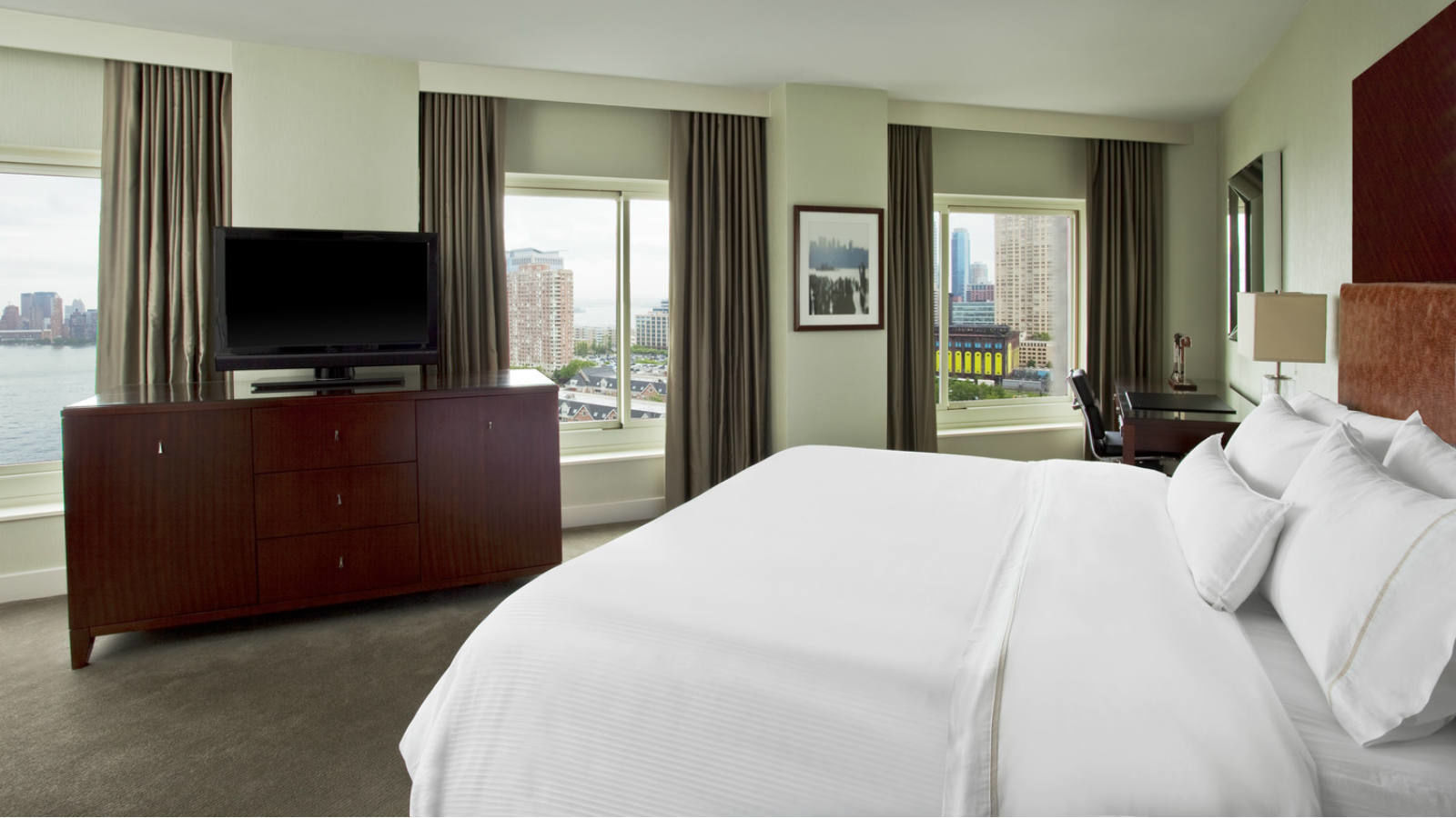 Newport King Guest Room | The Westin Jersey City Newport