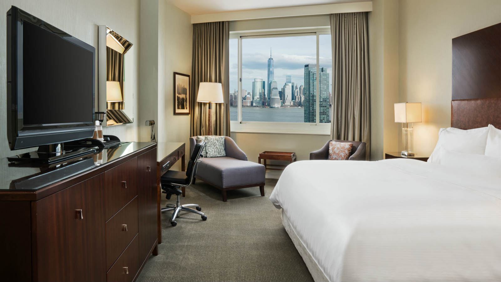 Jersey City Accommodations | Traditional Guest Room