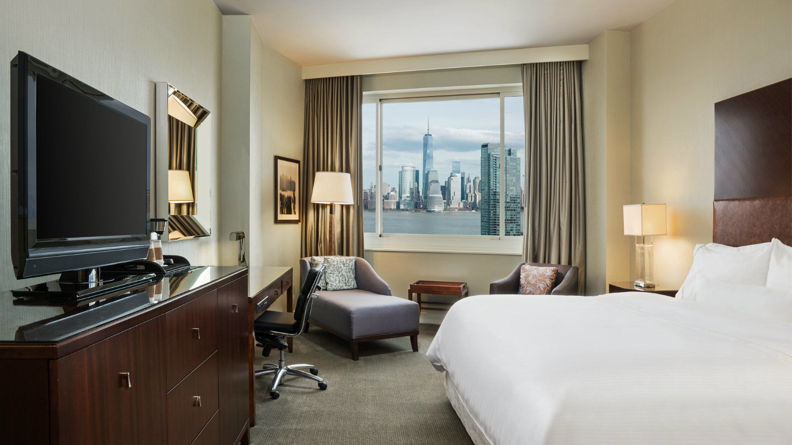 Deluxe Guest Room | The Westin Jersey City Newport