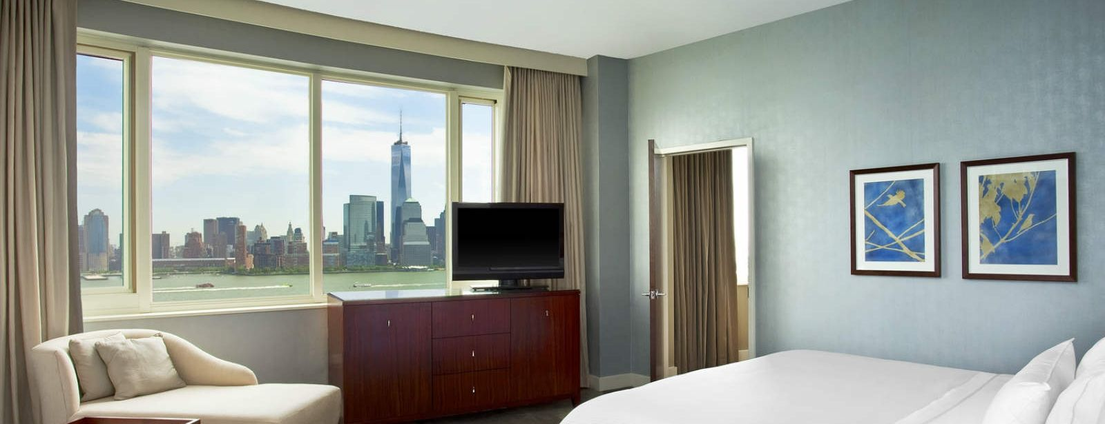 The Westin Jersey City Newport | Presidential Suite Bedroom