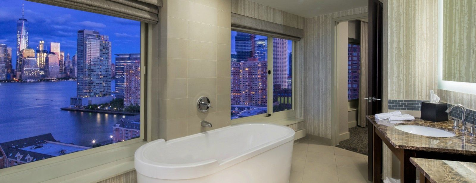 Jersey City Accommodations | Premium Newport King Room Bathroom